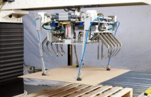 Głowica robocza robota: podawanie przekładek kartonowych, podawanie pustych palet i układanie zapakowanego produktu